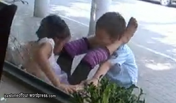 Main dengan budak sekolak